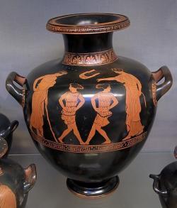 Holky tancují, 430 před n. l. British Museum. Kredit: Phiale Painter via Vassil, Wikimedia Commons.