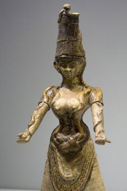 Druhá Hadí bohyně z Knóssu, období nových paláců, 1650-1550 před n. l. Archeologické muzeum v Irakliu (Heraklion), skříň 83. Kredit: Zde, Wikimedia Commons.