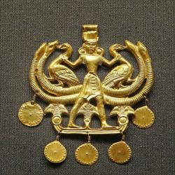 Paní zvířat. Minojský zlatý šperk, egyptský vliv, 1700-1500 před n. l. British Museum. Kredit: Jean-Pierre Dalbéra, Wikimedia Commons.