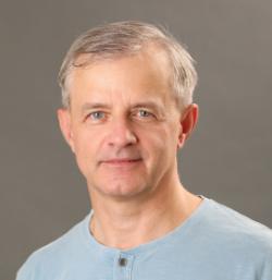 Alexander Moroz, absolvent Univerzity Karlovy, nynější kontakt na autora: Wave-scattering. (Doplnila redakce).