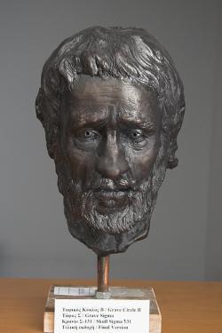Rekonstrukce tváře obyvatele Mykén bronzové doby. Podle lebky Sigma 131 z hrobového okruhu B, 16. století před n. l. Archeologické muzeum v Mykénách. Kredit: Zde, Wikimedia Commons.