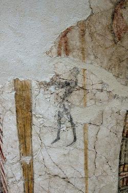 Maličká postava muže uprostřed hlavního panelu, možná nese obětní dary. Archeologické muzeum v Mykénách, MM 385. Kredit: Zde, Wikimedia Commons. Licence CC 4.0.