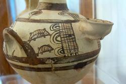 Druhá strana hydrie se síťovým rybolovem. Naxos, 12. století před n. l. Archeologické muzeum na Naxu. Kredit: Zde, Wikimedia Commons. Licence Licence CC 3.0.
