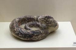 Had. Terakota z chrámové místnosti Mykénách, 1250-1180 před n. l. Archeologické muzeum v Mykénách, MM 284. Kredit: Zde, Wikimedia Commons. Licence CC 4.0.