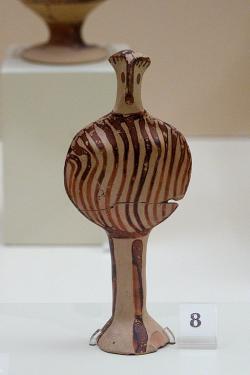 Ptačí bohyně typ Fí, 1350-1300 před n. l. Archeologické muzeum v Mykénách. Kredit: Zde, Wikimedia Commons. Licence CC 4.0.