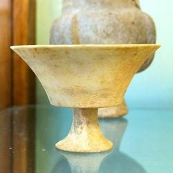 Mramorový kalich z jihovýchodu Naxu, 2800 až 2300 BC. Archeologické muzeum v Apeiranthu na Naxu. Kredit: Zde, Wikimedia Commons