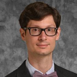 Nathan Crook, první autor publikace. Video z jeho laboratoře na North Carolina State University, věnované technologii inženýringu střevních komensálů zde. https://www.cbe.ncsu.edu/people/nccrook/