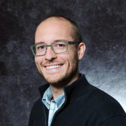 Vedoucí výzkumného kolektivu profesor Nathaniel M. Gabor je nositelem celé řady ocenění, včetně Presidential Early Career Award ve vědě a strojírenství (PECASE), ceny udělovanou vládou USA. Od loňského roku je členem Národní akademie věd. (Kredit: UNIVERSITY OF CALIFORNIA, RIVERSIDE).