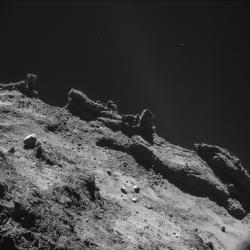 Snímek povrchu komety 67P/Churyumov-Gerasimenko pořízený z výšky 10 km modulem Philae