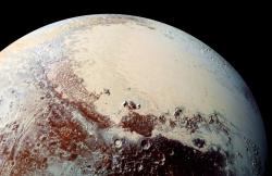 Fotografia trpasličej planéty Pluto, zhotovená sondou New Horizons. Kredit: NASA.