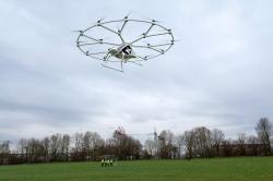 Historicky první let Volocopteru s lidskou posádkou  - tehdy ještě značně krátký a mimo město.
