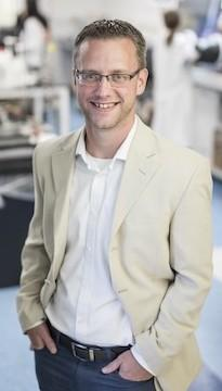 Šéf výzkumného týmu, asistent katedry materiálového inženýrství Vanderbiltovy univerzity, Cary Pint.  (kredit: Vanderbilt University)