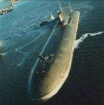 Obr.č.18) Standardně a spolehlivě využívají relativně malé jaderné reaktory vojenské ponorky. Ruská ponorka na jaderný pohon třídy Akula Typhoon (zdroj)
