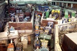 Část zařízení pro produkci antiprotonů a jejich zpomalování LEAR v laboratoři CERN (zdroj CERN).