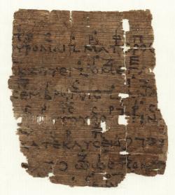 Části veršů 338 až 344 prvního chóru antické tragédie Orestes dramatika Eurípida. Nad textem je hudební záznam. Papyrus z roku cca 200 p.n.l.  Zdroj: Wikimedia Commons