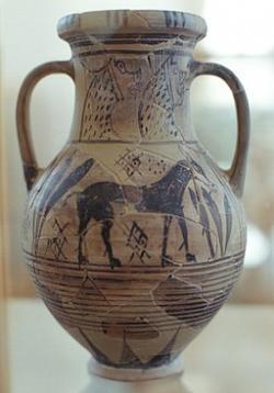 Tzv. Oslí váza, v kykladském orientalizujícím stylu, 700-650 před n. l. Archeologické muzeum na Mykonu. Kredit: Zde, Wikimedia Commons.