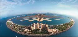 Takový pohled na Palmové ostrovy by měl dronem vyjít mnohem levněji, než pronájem vrtulníku s pilotem. S hlukem by to také mělo být o třídu lepší.