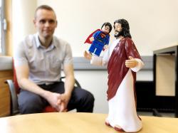 Thomas Swan sjednou náboženskou postavou a jedním superhrdinou. Kredit: University of Otago.