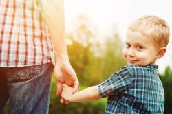 0,4 až 5,9 % manželských dětí má jiného biologického otce, než uvádí matriky,…V průměru na generaci to je 1 – 2 procenta. Kredit: Shutterstock