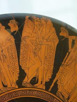 Pokročilejší dvoření, 500 př. n. l. Altes Museum Berlin. Kredit: Peithinos (via Zde), Wikimedia Commons.