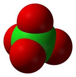 Model chloristanu. Tetraedrické uspořádání atomů kyslíku brání snadné redukci centrálního chloru. Kredit: Volné dílo.