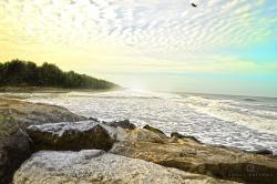 Pláže u Karunagappally, Kerala, srekordní přírodní radioaktivitou. Kredit: Gokulpoovlliyil / Wikipedia Commons.
