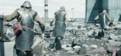 Podobná situace zobrazená v seriálu Černobyl (zdroj HBO).