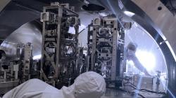 Práce na vylepšování gravitačního interferometru, které proběhly u detektoru v Hanfordu (zdroj LIGO/Caltech/MIT/Jeff Kissel).
