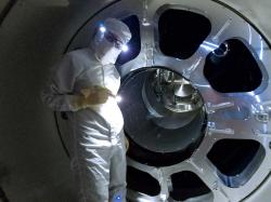 Práce při vylepšování interferometru LIGO v Livingdstonu (zdroj LIGO/Caltech/MIT/Matt Heintze).