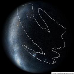 Při detekci případu S190425z, který by mohl být splynutím dvou neutronových hvězd, nepracoval jeden LIGO interferometr. Přesnost určení polohy je tak malá a je třeba prohledávat velkou část oblohy (zdroj LIGO/Virgo/NASA/Leo Singer).