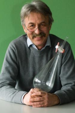 ...se svým kolegouPeterem Beyerem z německé University of Freiburg jsou   vůdčími osobnostmi vzniku zlaté rýže. Kredit: ETH a UF.