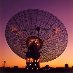 Radiotelskop australské observatoři Parkes pozoroval doposud neviděné galaxie, které jsou před našimi zraky skryté za centrem Mléčné dráhy.