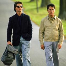 Tom Cruise a Dustin Hoffman jako bratři Babbitovi zfilmu Rain Man.