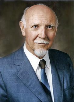 Raymond Cattell, autor termínů fluidní a krystalizovaná inteligence. Kredit: Wikipedie.
