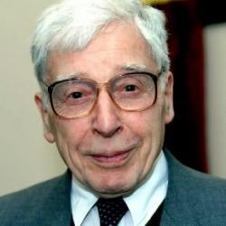 Robert Edwards. Průkopník v oblasti reprodukční medicíny. Za rozvoj IVF techniky obdržel v roce 2010 Nobelovu cenu za fyziologii a lékařství. Vatikán tuto volbu kritizoval. (Kredit: WP)