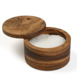 """Sůl jsme měli jen za ne-kalorickou živinu. Teď se ukazuje, že výrazně ovlivňuje energetickou bilanci apřibývání na váze.  S chutí a návykovostí to přitom nijak nesouvisí. Proto si s nadsázkou dovolujeme prohlásit: """"Není kalorie, jako kalorie""""."""