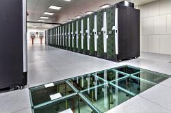Salomon technické parametry : 2 PFLOP/s teoretický výpočetní výkon, 24192 jader CPU Intel Xeon E5v3 (Haswell-EP),129 TBoperační paměti RAM, 52704 jader akceleračních koprocesorů Intel Xeon Phi s 13,8TB RAM, 2PB diskové kapacity a3PBzálohovací páskové kapacity.