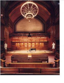 Ocenění Ig Noble se předávají v Sandersvě posluchárně Harvardské univerzity, Cambridge v americkém státě Massachusetts. (Kredit: Steve Rosenthal)