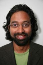 Sanjeevi Sivasankar, dříve biofyzik na All India Institute of Medical Sciences, nyní astronom na Iowa State University. Vedoucí výzkumného kolektivu. (Kredit: ISU)