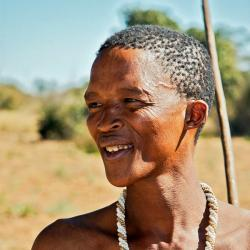 Khoisan. Kredit: Ian Beatty / Wikimedia Commons.