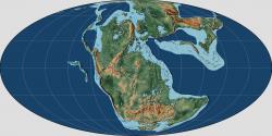 Rozložení kontinentů v období pozdního triasu, asi před 220 miliony let. Všechny pevniny byly tehdy spojené do obřího superkontinentu Pangea, který se později v juře rozpadl. K masivním sopečným erupcím, které Karnskou pluviální epizodu způsobily, došlo v oblasti severozápadu dnešního severoamerického kontinentu (zhruba západní pobřeží severu USA a Kanady). Tato událost proběhla přibližně před 233 miliony let, což se dobře shoduje s první ekologickou expanzí dinosaurů. Jejich vzestup do role dominantních suchozemských obratlovců však nastal až později, a to na přelomu triasu a jury (asi před 201 miliony let). Kredit: Sammy2012 (dle díla Christophera Scoteseho); Wikipedie (CC BY-SA 4.0)