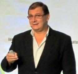 Séralini, Gilles-Eric. Biolog,politický poradce, aktivista proti GMO