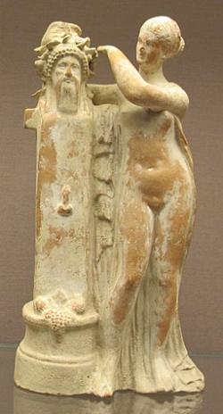 Afrodíté u hermovky Dionýsa, 150–100 př. n. l. British Museum. Kredit: Sailko, Wikimedia Commons.