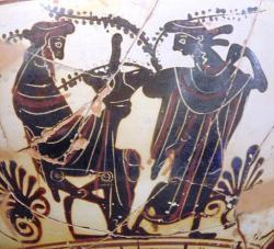 Dionýsos s falickým pohárem a mainada, 6. století př. n. l. Archeologické muzeum v Thébách. Kredit: O.Mustafin, Wikimedia Commons.