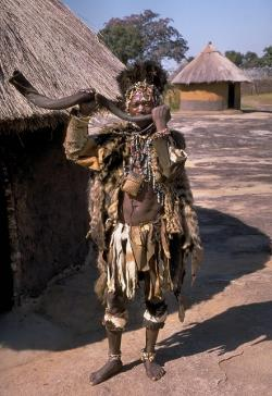 Čarodějnice Shona, Zimbabwe. Kredit: Hans Hillewaert, Wikipedia, CC BY-SA 3.0