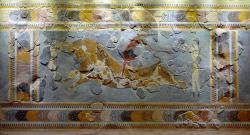 Skok přes býka. Freska z Knóssu, 1600-1400 před n. l. Archeologické muzeum v Irakliu (Hérakleonu). Kredit: Olaf Tausch, Wikimedia Commons.