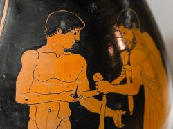 Atická červenofigurová peliké z Athén, Painter of Florence 4021; 460 před n. l. Detail strany A: Mladý atlet dostává od svého trenéra stuhu vítězství. Florencie, Museo Archaeologico Nazionale, 4021. Kredit: ArchaiOptix, Wikimedia Commons.