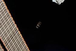 Vypuštění cubesatu SpooQy-1 zpaluby ISS vříjnu 2019. Kredit: NASA.
