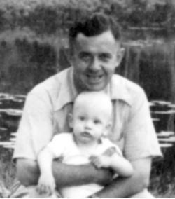Za průkopníka mikropaleontologie a objevitele ne-stromatolitových mikrofosilií, je považován Stanley A. Tyler. Na snímku se svým synem na pikniku v roce 1942. Kredit: Geology dept. archive University of Wisconsin-Madison