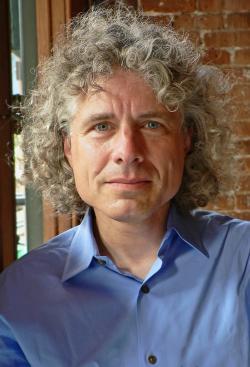 Steven Arthur Pinker. Psycholog, jazykovědec, antropolog, filozof, spisovatel a vysokoškolský učitel. Je profesorem na Harvardově univerzitě. Bývá řazen k vizionářským optimistům. Kredit: Rebecca Goldstein.